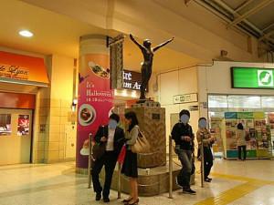 上野駅広小路口 翼の像